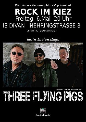Three Flying Pigs im Divan